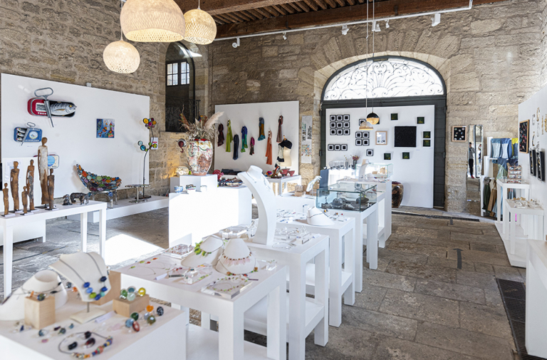 """HOUSE OF ART AND CRAFTS / """"ATELIERS D'ART DE FRANCE"""""""